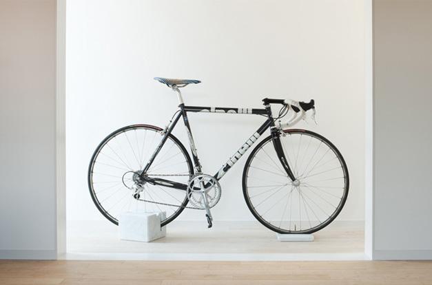 Le cube en marbre socle de v lo milestone v lo et design - Fabriquer support velo ...