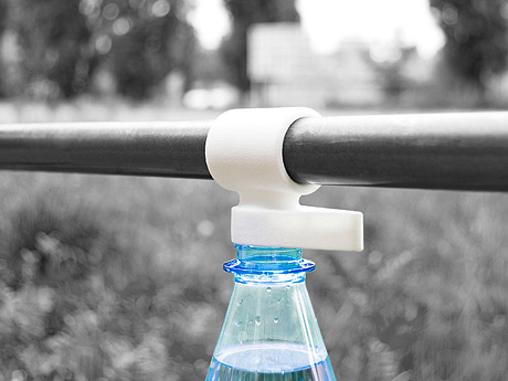 Fixer une bouteille a son velo avec Bottleclip
