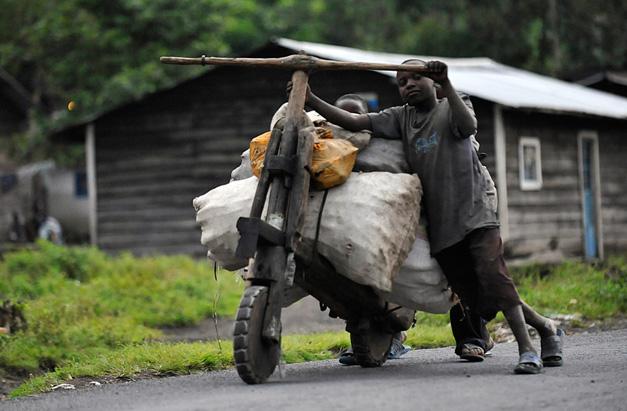 Velo en bois utilitaire en Afrique