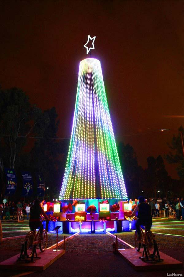 Arbre de Noel lumineux avec des velos