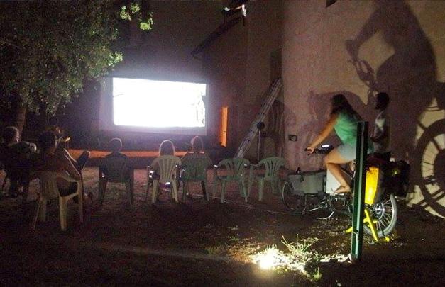 Projection cinema velo