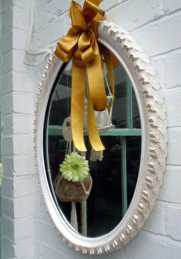Miroir avec decoration pneu de velo