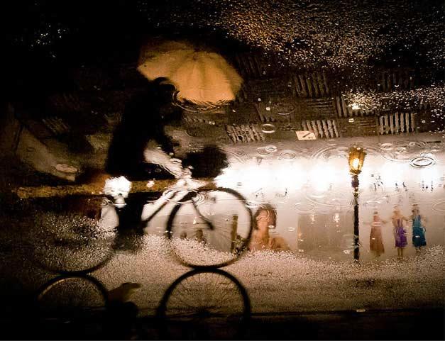 Photographie de velo avec reflet eau